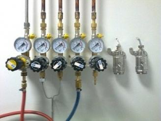 Kullanım Noktası Regülatörleri, Azot, Asetilen, Azotprotoksit, Argon, Helyum, Hidrojen, Kuru Hava, Karbondioksit, Oksijen, Propan, LPG, Bütan, Metan Kullanım Noktası Regülatörleri